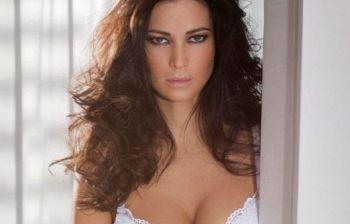"""Manuela Arcuri e le molestie: """"Mi hanno chiesto spesso di mostrare il seno"""