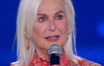 Loretta Goggi abbandona i social:
