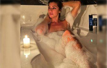 Elisa Isoardi, relax in vasca: bella e sensuale tra la schiuma