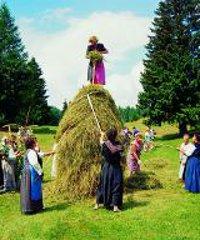 Fasin la mede: a Sutrio si ripete l'antico rito della fienagione