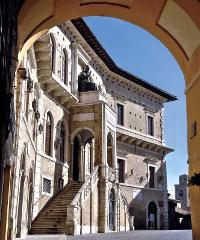 Visita virtualmente il Palazzo dei Priori di Fermo