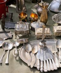 """SOSPESO - """"Antico"""", il mercatino delle cose vecchie e antiche"""