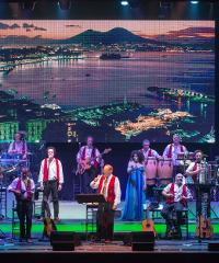 Renzo Arbore incanta il pubblico con l'Orchestra Italiana