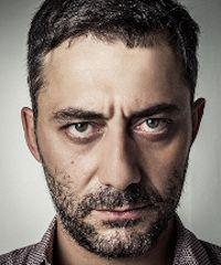 """Filippo Timi sul palco del Teatro Municipale con """"Skianto"""""""