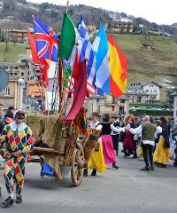 Sfilata di Carnevale nel paese di Arlecchino