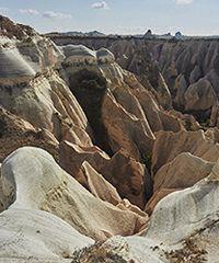 Cappadocia. Il paesaggio nel grembo della roccia