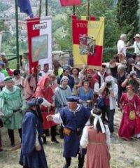 Castello in festa tra cene e giornate medievali