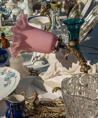 Mercatino dell'antiquariato, collezionisto e vintage