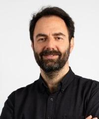 Neri Marcorè in
