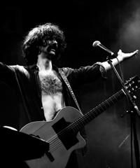 Andrea Laszlo De Simone torna in concerto live
