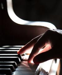 Al pianoforte Marcin Wieczorek con le musiche di Chopin