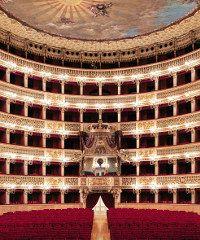 Tour virtuale all'interno del Teatro San Carlo di Napoli