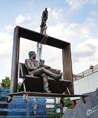 La scultura di Lucio Dalla torna a Milo sull'Etna