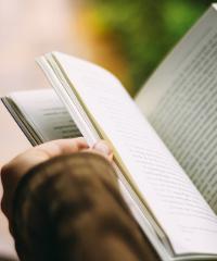 """Online la rassegna """"Loving Books. Dialoghi di libri e sui libri"""""""