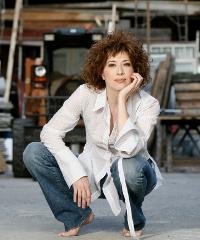 Veronica Pivetti in 'Viktor und Viktoria'
