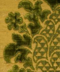 Drappi d'oro e di seta. Oltre 120 esemplari in mostra