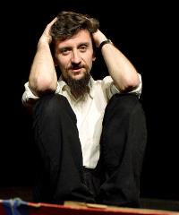 Ascanio Celestini in scena con