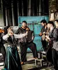 Barcelona Gipsy Balkan Orchestra in concerto