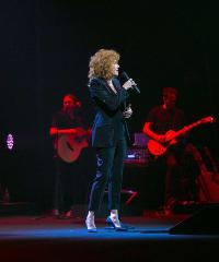 """Fiorella Mannoia torna live con """"Padroni di niente"""""""