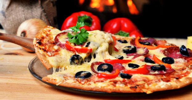 La pizza più cara d'Italia? Si mangia a Varese. La più economica a Napoli