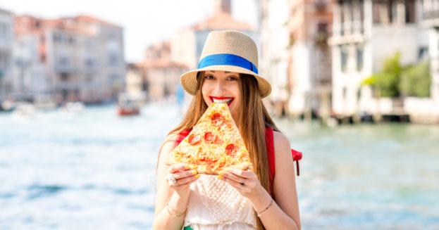 Troppi maleducati a Venezia: stop allo street food
