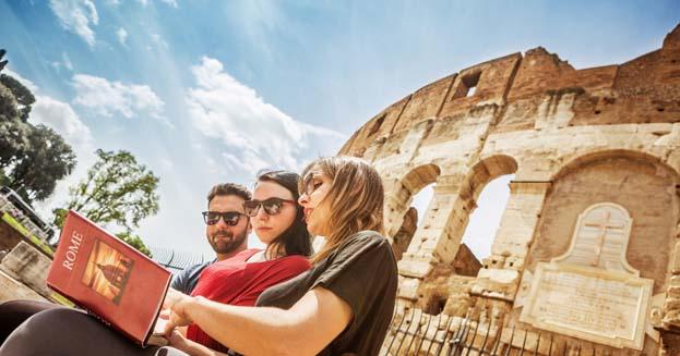 Couchsurfing: come farsi ospitare sul divano visitando l'Italia