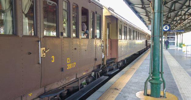 A Napoli arriva l'Archeo Treno, carrozza d'epoca per ammirare l'archeologia della Campania