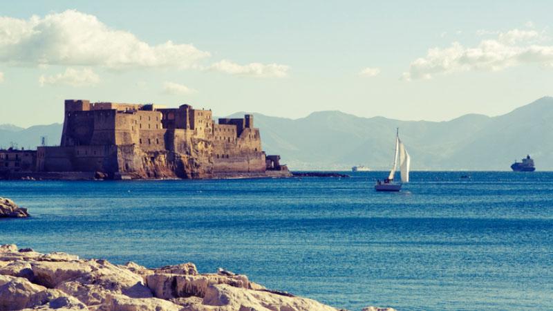 """Indipendent contro il Sun: """"non c'è mai stato momento migliore per visitare Napoli"""""""