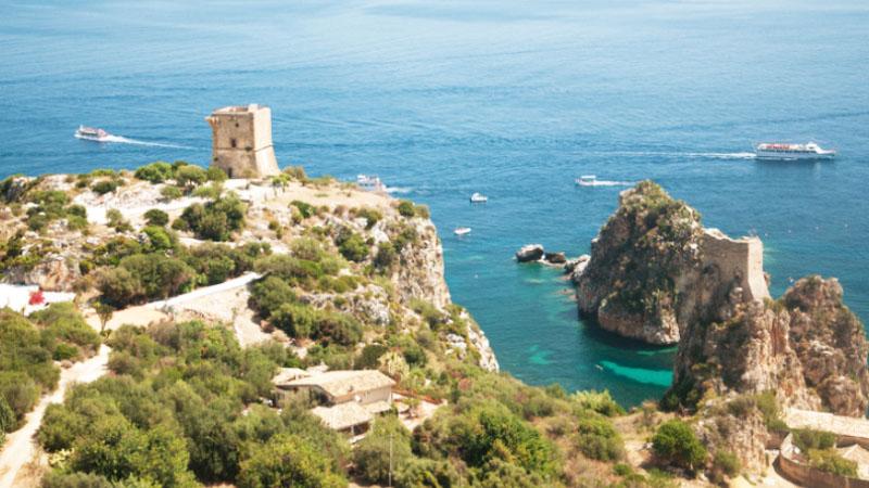 Scopello, tonnara e ceramiche sul mare di Sicilia