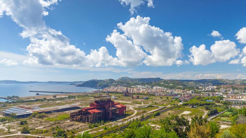 Scompare l'ecomostro di Bagnoli, la zona industriale di Napoli si rifà il look