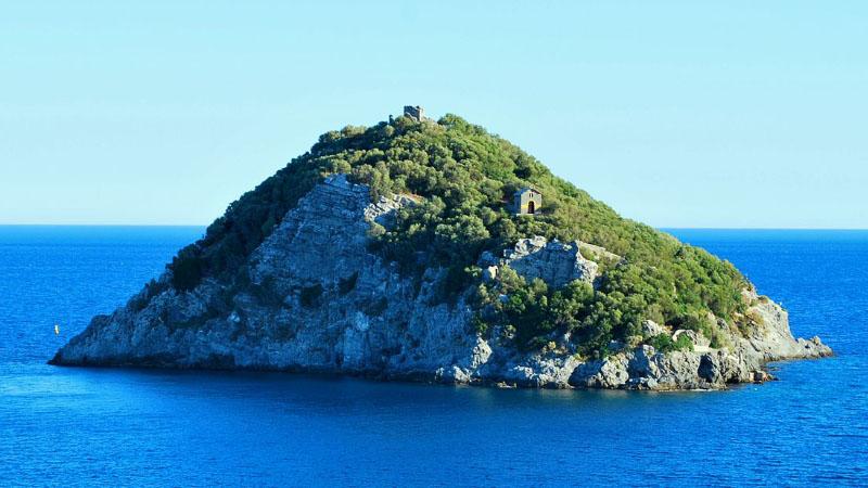 Bergeggi, l'isola che attraversò il Mediterraneo per salvare due vescovi