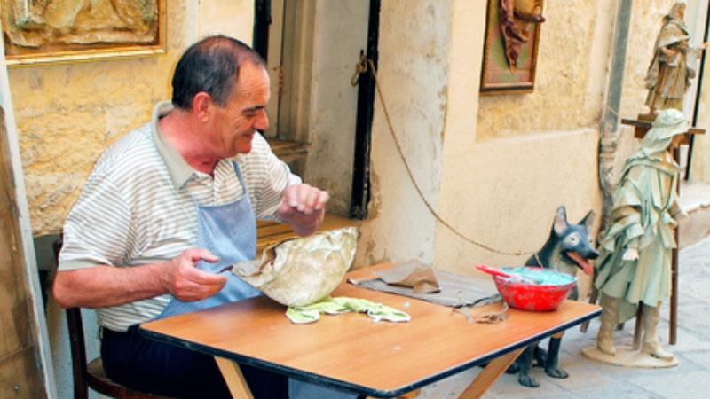 La magia della cartapesta di Lecce trasforma materiali poveri in arte