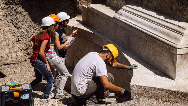 A Pompei la tomba del principe dei gladiatori con una inscrizione record