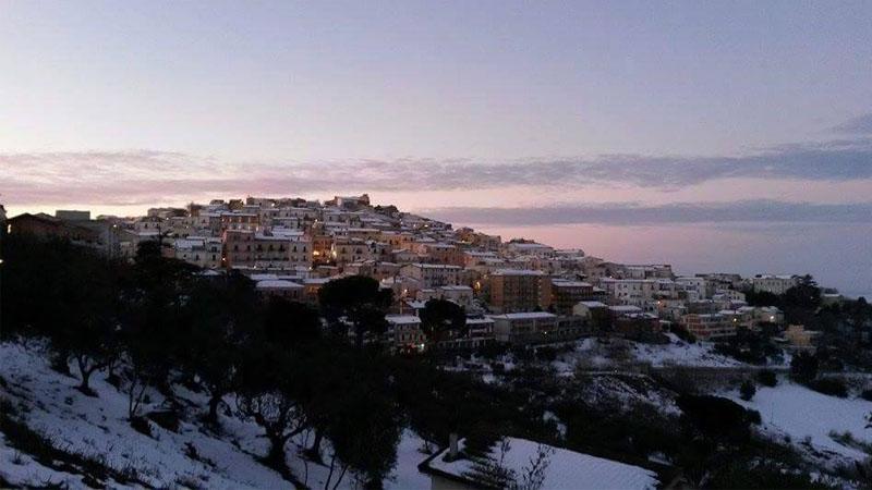 Il sindaco di Candela paga 2.000 euro a chi vuole trasferirsi nel suo comune