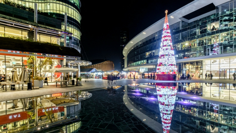 Natale a Milano: il panettone più grande del mondo e l'albero più alto di sempre