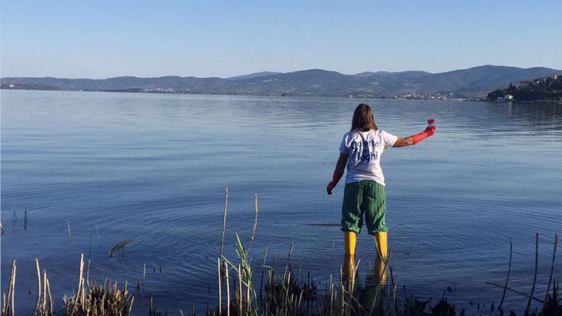 """Legambiente denuncia: """"i grandi laghi italiani sono pieni di plastica"""""""