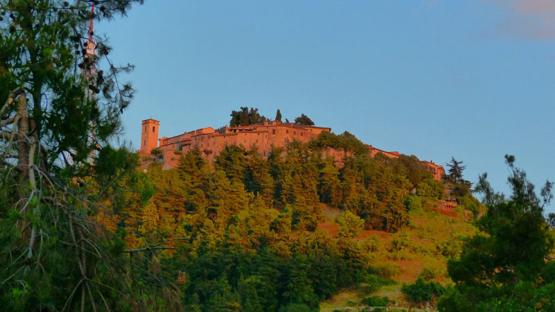 I macabri misteri del Castello di Fumone tra gli uliveti della Ciociaria