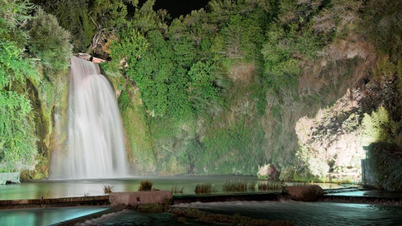 Una cascata che attraversa la città: succede solo presso Isola del Liri