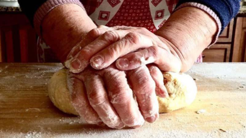 Nonna Nerina, la regina romana della pasta fresca che insegna cucina agli utenti Airbnb