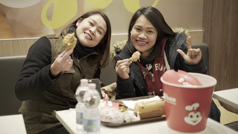 Apre a Milano Jollibee e il fast food filippino rapisce i milanesi