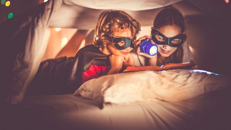 Dormire circondati da libri: apre a Napoli l'ostello libreria della Mondadori