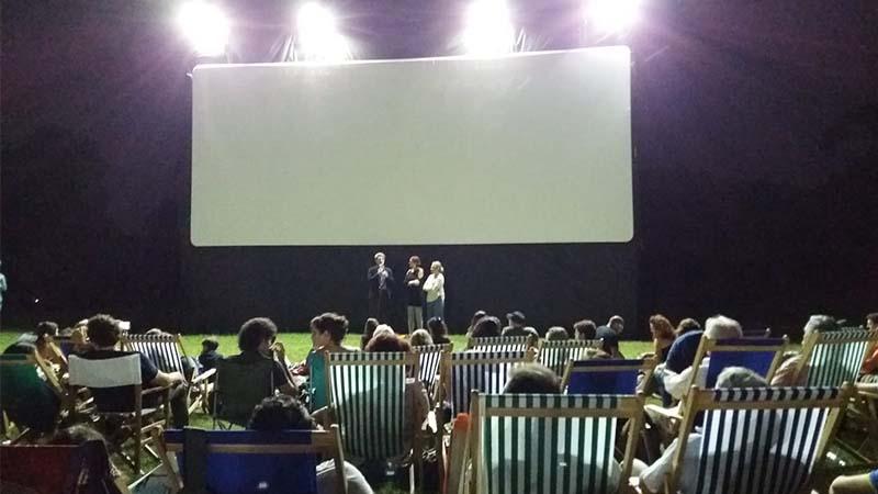 Sedie a sdraio e soffitto di stelle per il cinema notturno del Bosco di Capodimonte