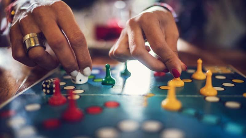Giochi da tavolo al posto delle slot machine, bar e alberghi di Udine contro la ludopatia