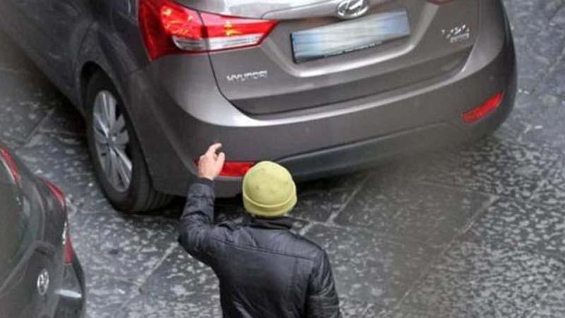 Lotta ai parcheggiatori abusivi