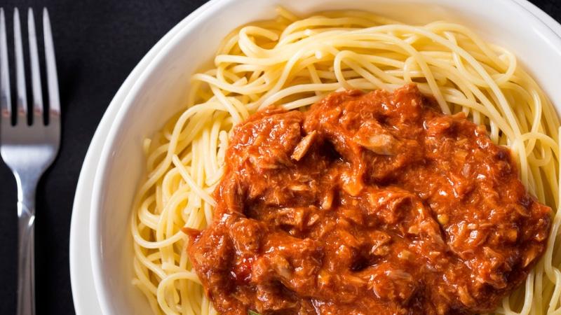 spaghetti tonno bolognese piatto della tradizione
