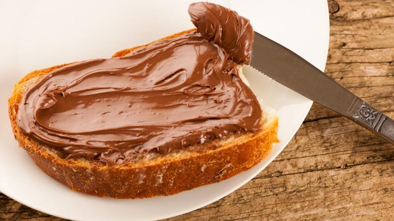Crema pan di stelle sfida Nutella
