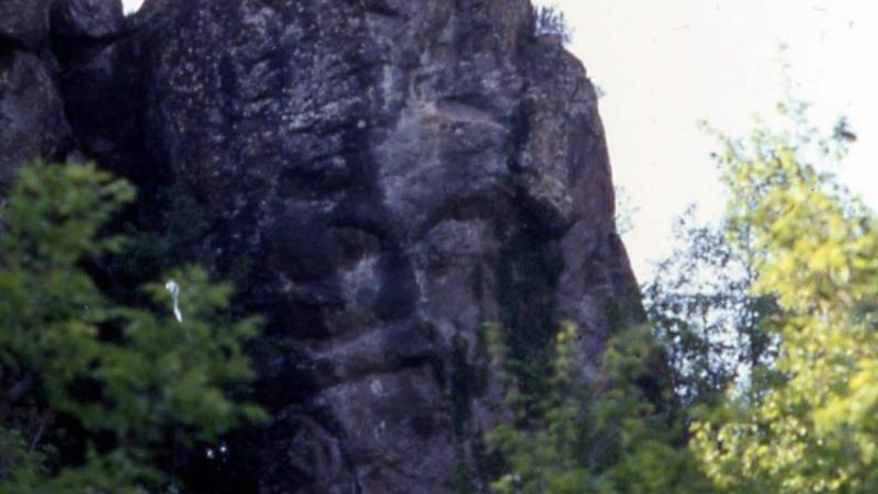 volto megalitico borzone