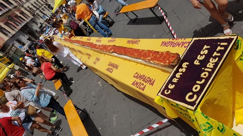 Napoli, bruschetta dop da record: è la più lunga del mondo