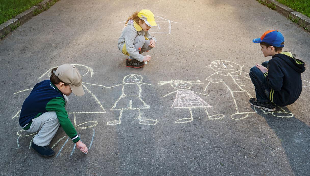 Vilminore, il paese chiude una strada per far giocare i bambini