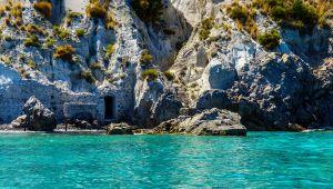 A Lipari e Pantelleria c'è una pietra rara e leggendaria